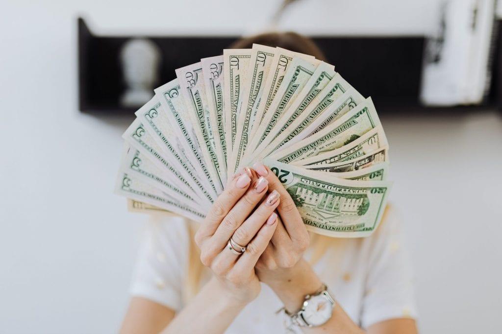 כסף, אחריות תאגידית, דוחות כספיים ליאור מנצור